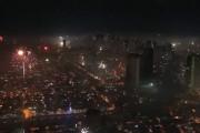 Τι συμβαίνει όταν ο ουρανός μιας ολόκληρης πόλης γεμίζει πυροτεχνήματα