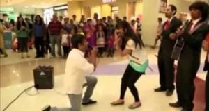 Τι θα μπορούσε να πάει στραβά σε μια ρομαντική πρόταση γάμου; (Video)