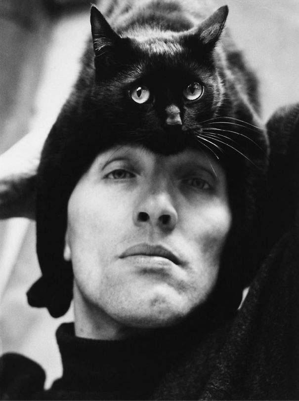 Άνθρωποι που φορούν γάτες για καπέλο (26)