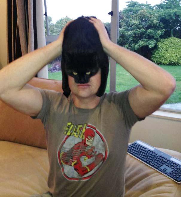 Άνθρωποι που φορούν γάτες για καπέλο (34)