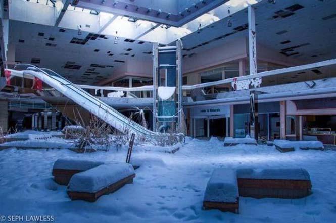 Εγκαταλελειμμένο εμπορικό κέντρο έχει καλυφθεί από χιόνι (7)