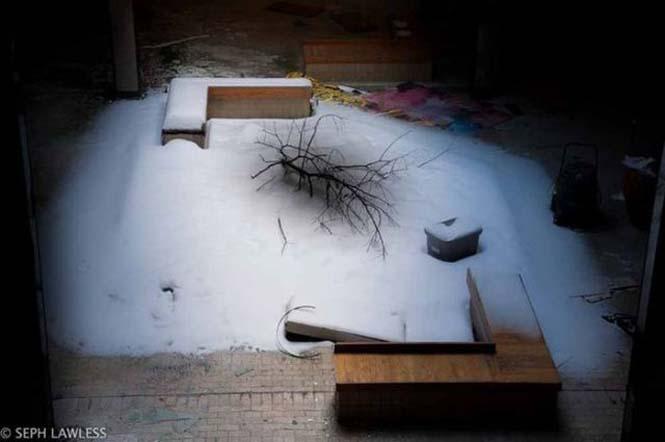Εγκαταλελειμμένο εμπορικό κέντρο έχει καλυφθεί από χιόνι (12)