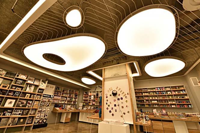 Εντυπωσιακό βιβλιοπωλείο άνοιξε τις πύλες του στη Ρουμανία (3)
