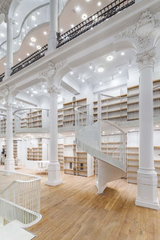 Εντυπωσιακό βιβλιοπωλείο άνοιξε τις πύλες του στη Ρουμανία (9)