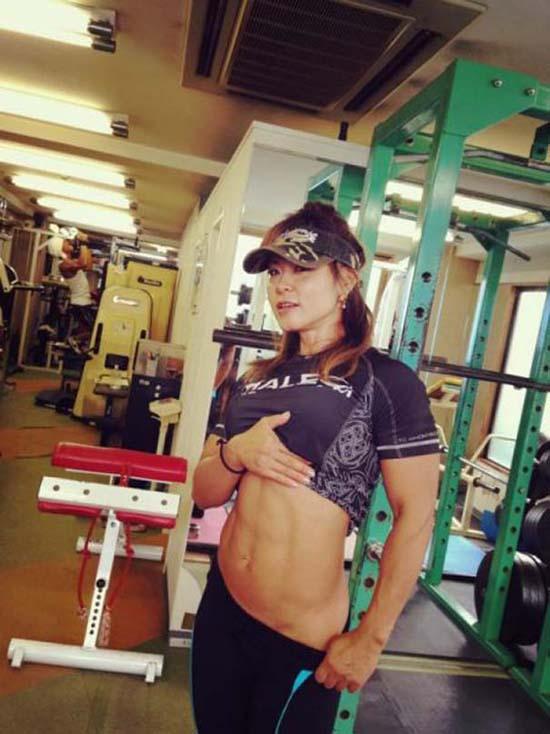 Μπορείτε να μαντέψετε την ηλικία αυτής της Γιαπωνέζας Bodybuilder; (3)