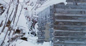 Αυτή η καλύβα στα χιόνια έχει ένα ασυνήθιστο χαρακτηριστικό