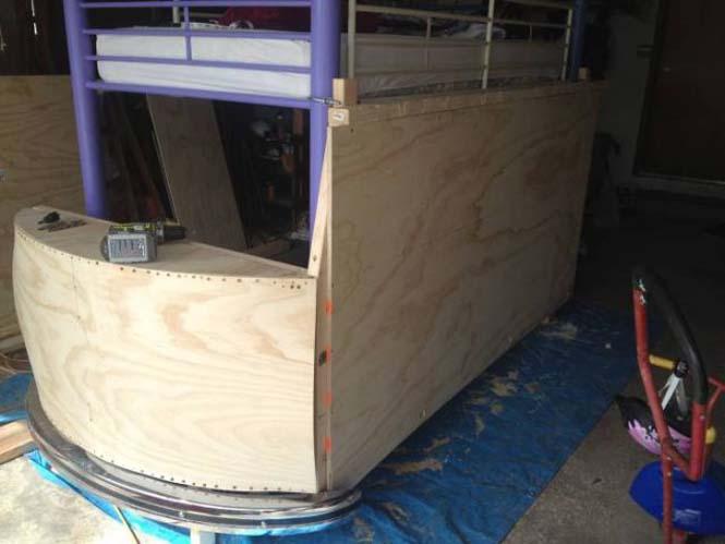 Η κατασκευή ενός κρεβατιού που μοιάζει με φορτηγάκι Volkswagen (7)