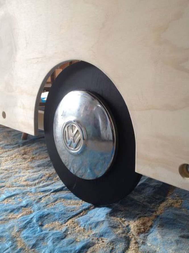 Η κατασκευή ενός κρεβατιού που μοιάζει με φορτηγάκι Volkswagen (10)