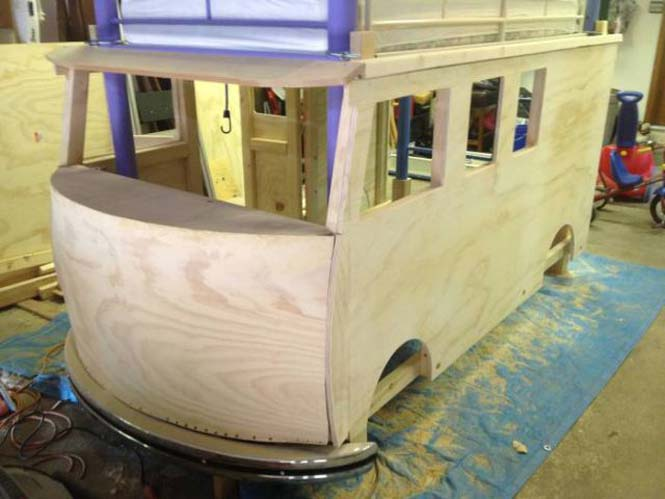 Η κατασκευή ενός κρεβατιού που μοιάζει με φορτηγάκι Volkswagen (11)