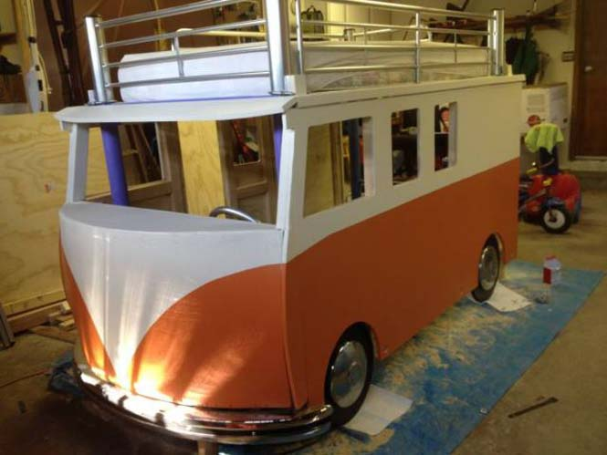 Η κατασκευή ενός κρεβατιού που μοιάζει με φορτηγάκι Volkswagen (13)