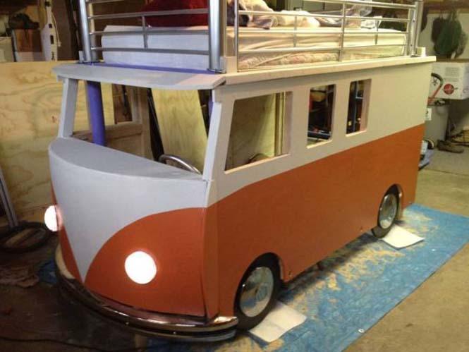 Η κατασκευή ενός κρεβατιού που μοιάζει με φορτηγάκι Volkswagen (15)