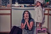 Ξεκαρδιστική φωτογράφηση δείχνει την καθημερινότητα μιας νεαρής μητέρας στο σπίτι (5)