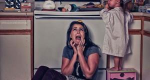 Ξεκαρδιστική φωτογράφηση δείχνει την καθημερινότητα μιας νεαρής μητέρας στο σπίτι