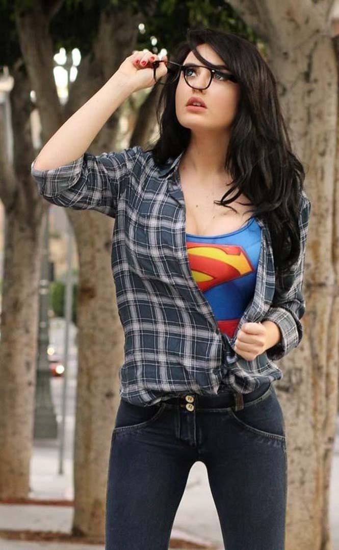 Η μεταμφίεση ενός Supergirl που έκλεψε τις εντυπώσεις (2)