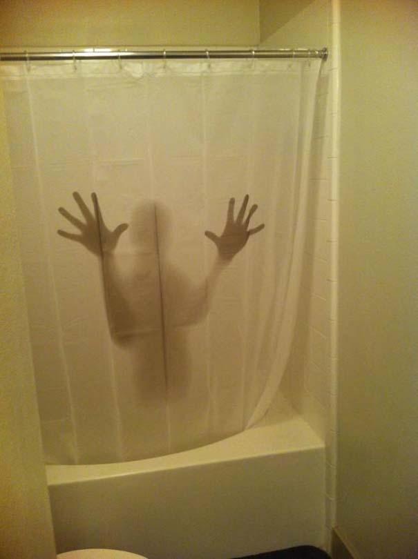 Παράξενες κουρτίνες μπάνιου (2)