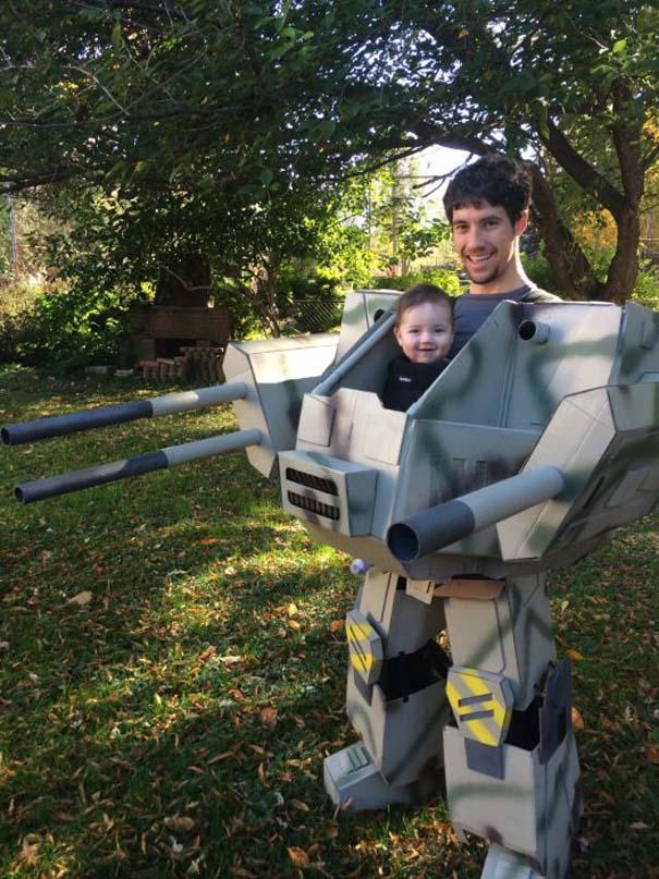 Πατέρας και παιδί σε μια απίθανη αποκριάτικη μεταμφίεση (6)