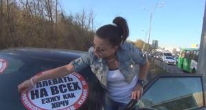 Όταν οι πεζοί παίρνουν εκδίκηση από οδηγούς που οδηγούν πάνω στο πεζοδρόμιο (Video)