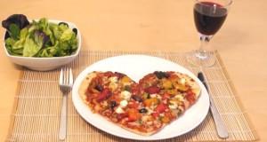 Pizza σε σχήμα καρδιάς για ερωτευμένους τεμπέληδες (Video)