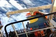 Πλοίο σχεδόν ανατρέπεται σε σφοδρή θαλασσοταραχή
