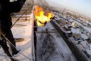 Ρώσος ερασιτέχνης κασκαντέρ αυτοπυρπολήθηκε και έπεσε από 9ώροφο κτήριο στο χιόνι