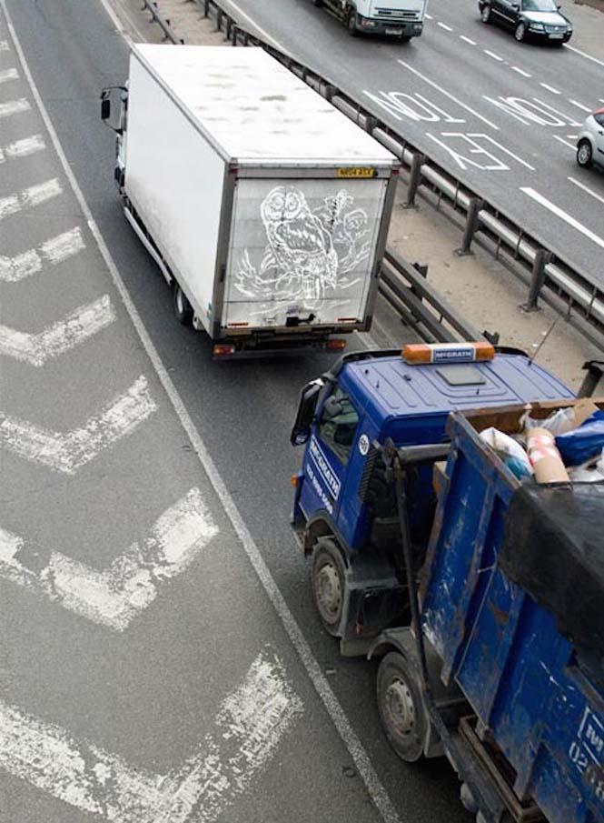 Τέχνη πάνω σε σκονισμένα φορτηγά (3)