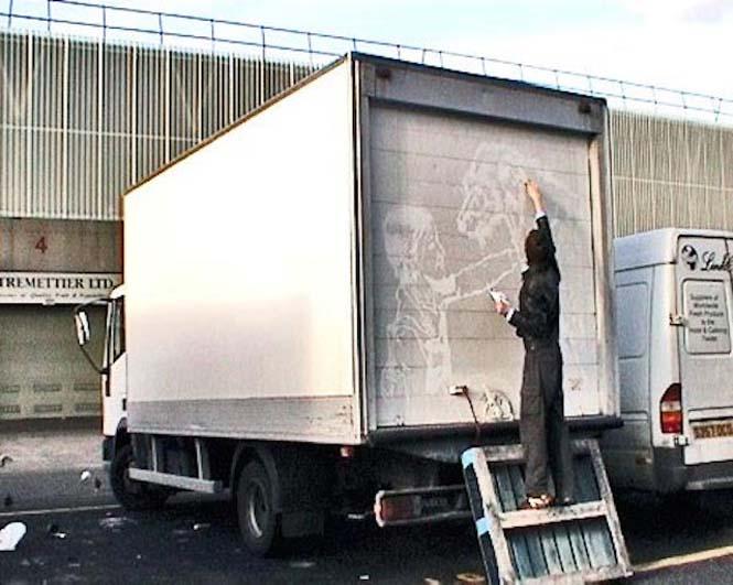 Τέχνη πάνω σε σκονισμένα φορτηγά (7)
