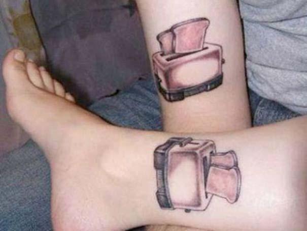 33 ζευγάρια που ενώθηκαν με ένα πρωτότυπο ή παράξενο τατουάζ (10)