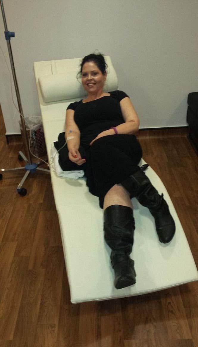Γυναίκα αποκαλύπτει το σώμα της πριν και μετά την επέμβαση αφαίρεσης περίσσιου δέρματος (4)