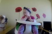 Η πιο γλυκιά babysitter στον κόσμο