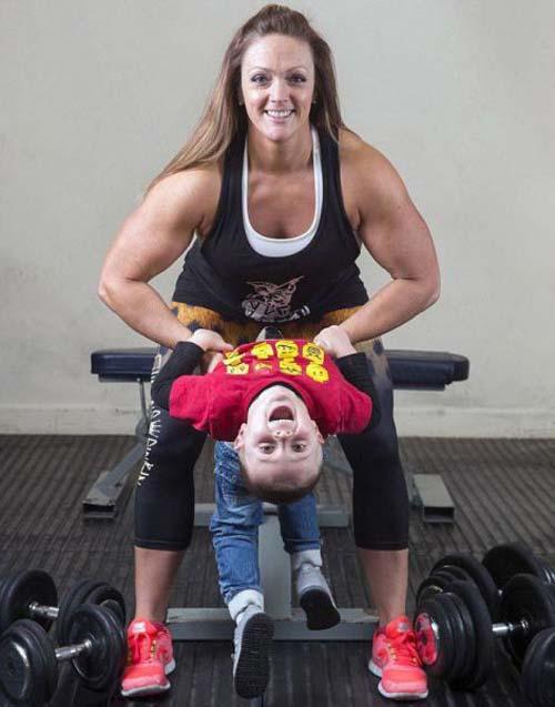 Μαμά της διπλανής πόρτας μεταμορφώθηκε σε πρωταθλήτρια του Bodybuilding (6)