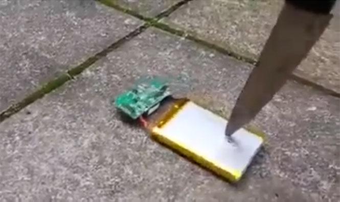 Μαχαιριά σε μπαταρία κινητού