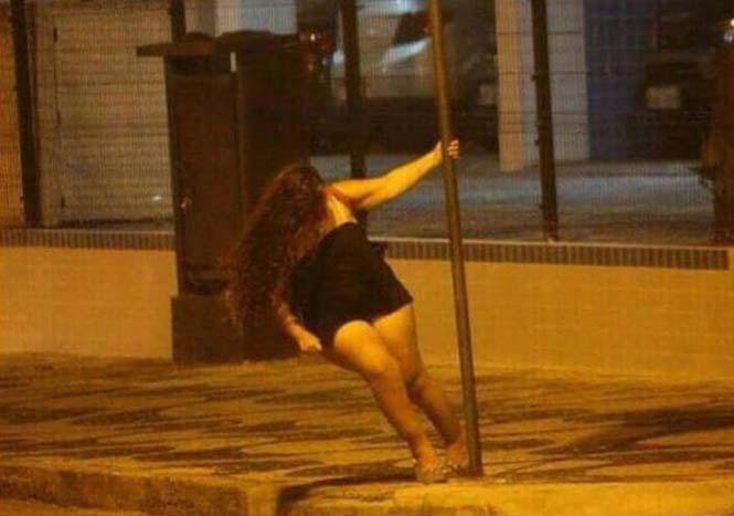 Μεθυσμένο Pole Dancing στον δρόμο με άσχημη κατάληξη (1)