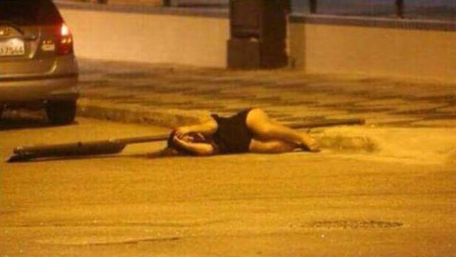 Μεθυσμένο Pole Dancing στον δρόμο με άσχημη κατάληξη (2)