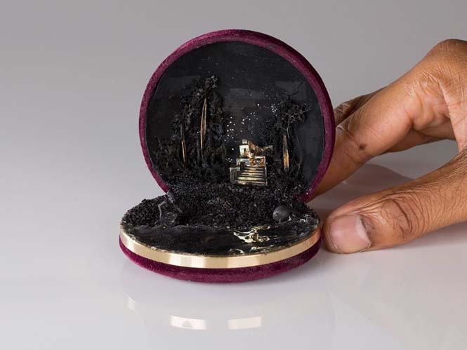 Καλλιτέχνης δημιουργεί μικρά έργα τέχνης μέσα σε παλιά κουτιά δαχτυλιδιών (6)