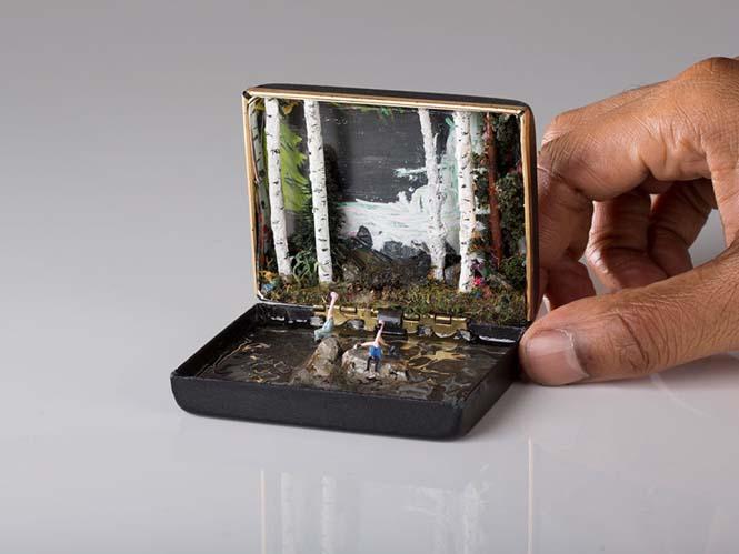 Καλλιτέχνης δημιουργεί μικρά έργα τέχνης μέσα σε παλιά κουτιά δαχτυλιδιών (7)