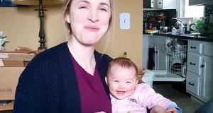 Μωρό ξεκαρδίζεται κάθε φορά που η μαμά του τρώει πατατάκια (Video)