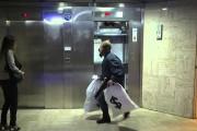Ο θεότρελος Remi Gaillard σε ρόλο ληστή τράπεζας