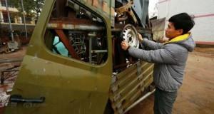 Πατέρας και γιος κατασκευάζουν εντυπωσιακά transformers από παλιοσίδερα
