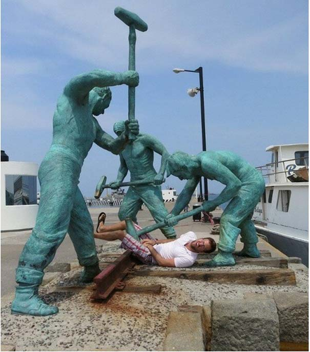 Ποζάροντας με αγάλματα (12)