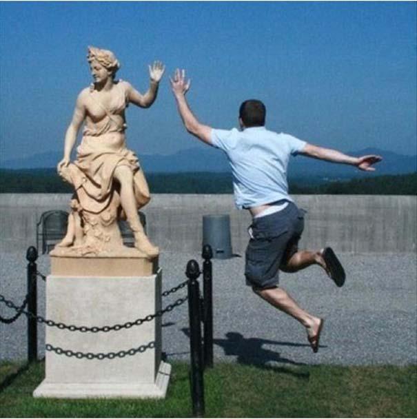 Ποζάροντας με αγάλματα (20)