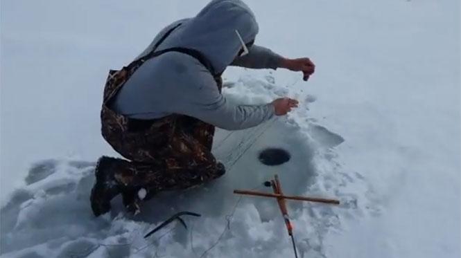 Ψάρεμα στον πάγο είχε την πιο απρόσμενη εξέλιξη