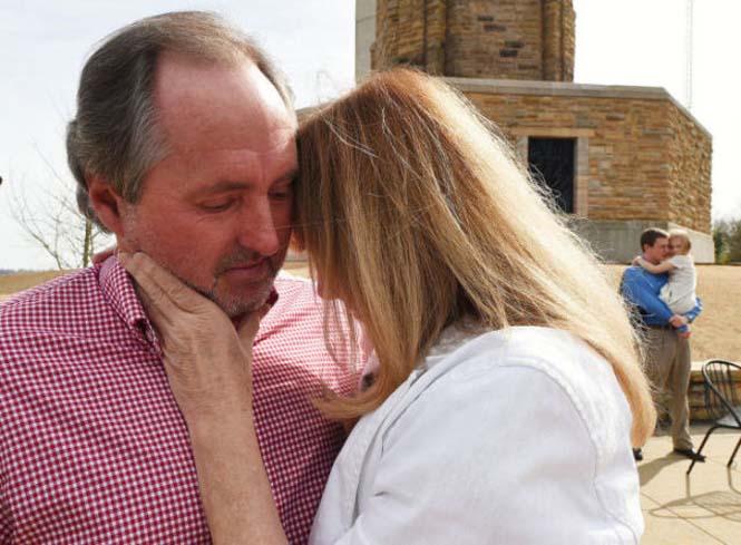 Η συγκινητική συνάντηση ενός άνδρα με τη νοσοκόμα που τον φρόντισε πριν 40 χρόνια (4)