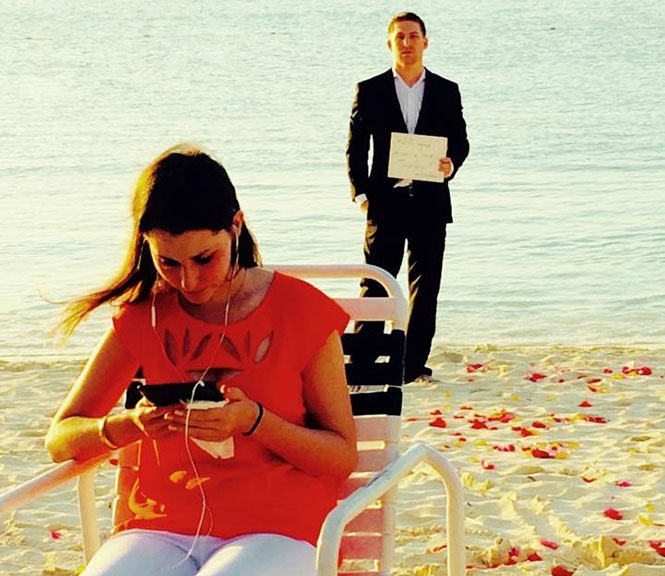 Της έκανε 365 προτάσεις γάμου μέσα σ' ένα χρόνο χωρίς εκείνη να αντιληφθεί τίποτα... μέχρι την τελική αποκάλυψη