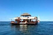 Cloud 9 Fiji: Πλωτό μπαρ στην μέση του ωκεανού (1)