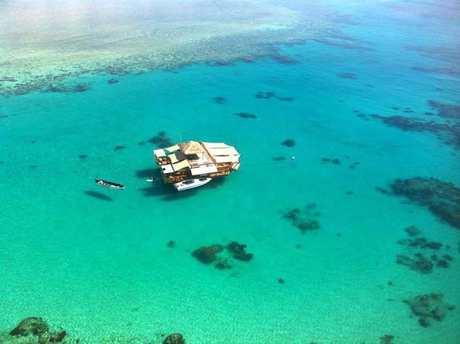Cloud 9 Fiji: Πλωτό μπαρ στην μέση του ωκεανού (3)