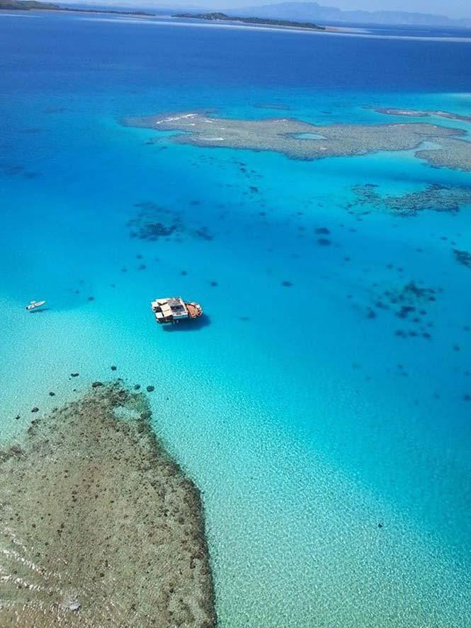 Cloud 9 Fiji: Πλωτό μπαρ στην μέση του ωκεανού (4)