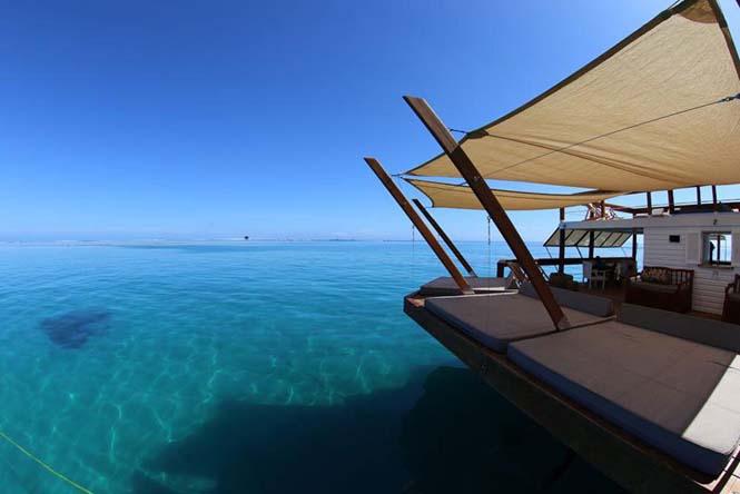 Cloud 9 Fiji: Πλωτό μπαρ στην μέση του ωκεανού (12)