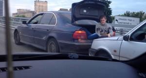 Εν τω μεταξύ, σε έναν αυτοκινητόδρομο της Ρωσίας… (Video)