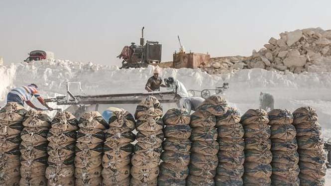 Οι εργάτες στα λατομεία ασβεστολίθου της Αιγύπτου έχουν ένα πολύ επικίνδυνο επάγγελμα (1)
