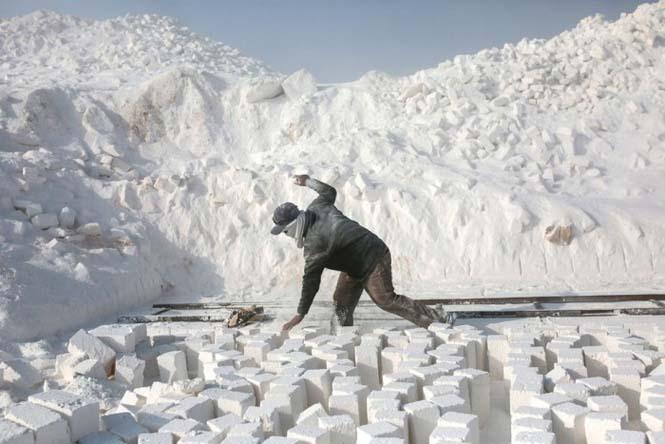 Οι εργάτες στα λατομεία ασβεστολίθου της Αιγύπτου έχουν ένα πολύ επικίνδυνο επάγγελμα (17)